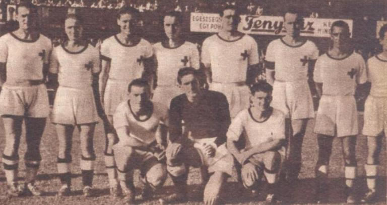 Kilencen a ferencvárosi játékosokkal teletűzdelt 1. sz. Honvédkórház csapatából 1942-ben – volt, aki később a fronton kötött ki... (Fotó: Tempó Fradi!/Képes Sport)