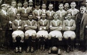 Állnak(balról): Weinber II., Rumbold, Fritz, Bródy, Blum, Payer, Malaky Mihály. Ülnek: Szeitler, Weisz F., Koródy, Schlosser, Borbás