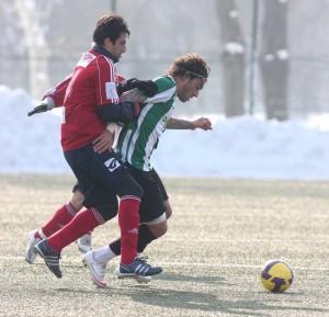 Elding harcol a labdáért