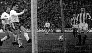 1975.IV.9., FTC - Crvena Zvezda: 2-1, KEK elődöntő. Branikovits gólja.