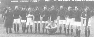 A VAC mérkőzés előtt (balról): Kovács gyúró, Takács I., Kohut, Tóth-Potya, Müller, Steczovits, Furmann, Héger, Sándor, Hungler II., Blum. Elől: Amsel