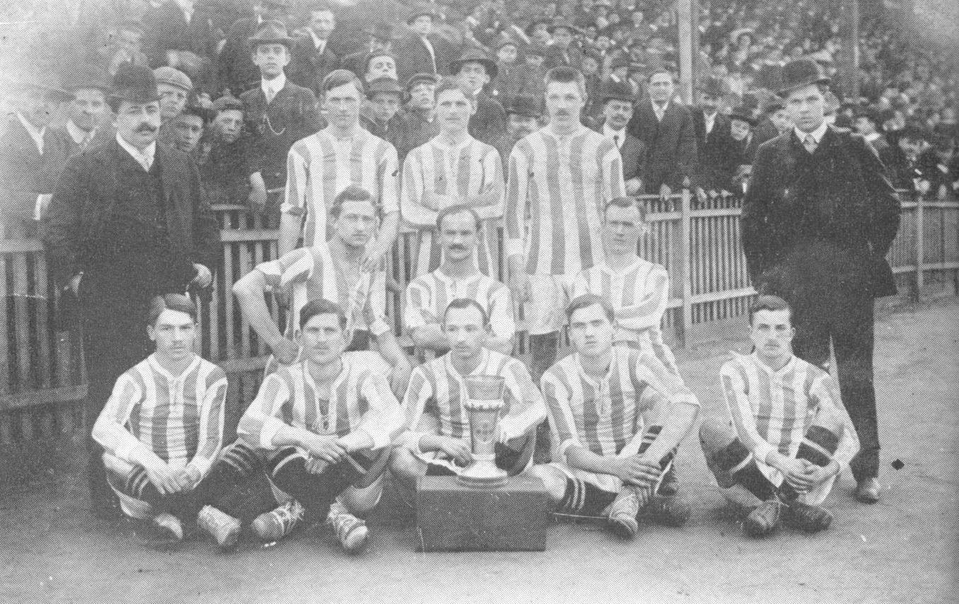 csapatkep_1908-1909_husveti_kupa_gyozelem