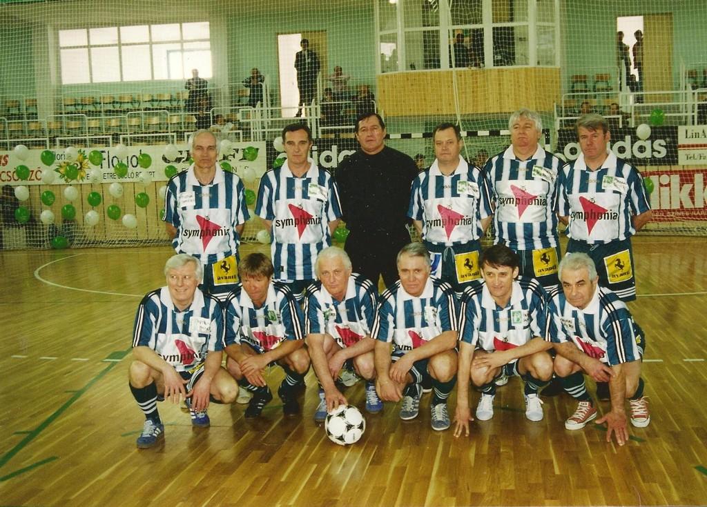 Állnak (balról): Horváth L., Branikovits, Géczi, Novák, Vépi, Szűcs. Elől: Szőke, Varga, Albert, Rákosi, Kű, Fenyvesi