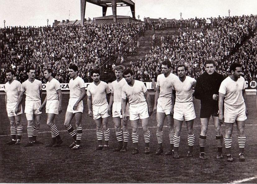 Állnak (balról): Novák, Albert, Orosz, Perecsi, Fenyvesi, Varga, Fenyvesi II., Mátrai, Rátkai, Géczi, Dalnoki