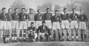 balról: Cseh, Lázár, Kalmár, Turay, Acht-Aknai, Dudás Gy., Toldi, Borsányi F., Újvári, Korányi I., Korányi II. elől: Sárosi, Déri