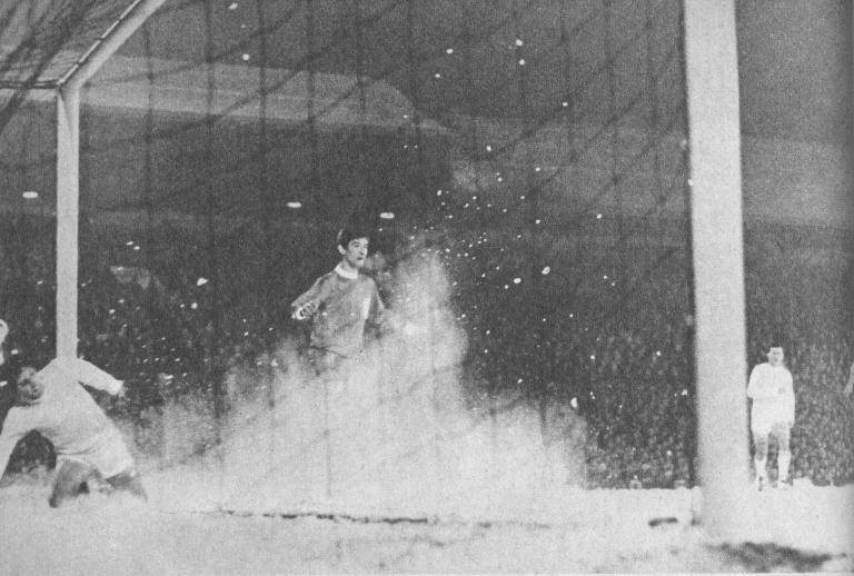 A havas pályán, Albert nélkül is jobb volt a Fradi. A kapuban Havasi, előtte Strong
