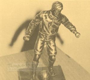Ezt a kis bronz labdarúgó szobrot a 100. bajnoki gól emlékére kapta Kocsis