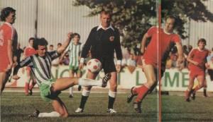Képünkön Rab Tibor, a mezőny legjobbja, Sajó, Mészöly, Urbán játékvezető, Bódi és Sulia társaságában látható.