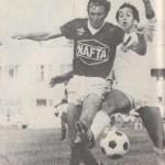 Felvételünkön (Varga Zsolt felvétele): Takács (aki mindkét nap csereemberként szerepelt és mindkétszer bizonyította; helye van a kezdőcsapatban) Coolsszal harcol a labdáért.