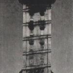 A La Corunai Herkules torony a világ legrégibb világítótornya. Több, mint 2000 éves, és alapításának távoli idejétől fogva szünet nélkül világít, megtartva eredeti helyét, falait, külsejét és rendéltetését. Bár a XVIII. század végén körülvették kőfallal, területére lépve meg lehet nézni az ősi tornyot. Ezt az öreg tornyot, ahogy Paulo Orosio (V. század) hívta, sok legenda és történet övezi. A hagyomány szerint Egyiptomi Herkules alapította azon a helyen, ahol legyőzte és megölte az óriást, Gerion királyt. Emlékezet előtti időktől egészen napjainkig, a képzeletnek olyan dicsfénye veszi körül, amelyet az évszázadok sem tudnak elhalványítani. Az első történelmi tény, amit feljegyezitek a régi toronnyal kapcsolatban Dion Casio (III. sz.) szerint az, hogy Julius Caesar egy hajóhadat gyűjtött össze lábainál. Ettől kezdve emlékezetes sikerek és néha nagy tragédiák néma tanúja volt. Az írók a régiektől a maiakig csodálják és dicsőítik. Minden idők költői megénekelték. A Herkules torony a címertudomány ősi ideje óta La Coruna címerében a fő helyet foglalja el, és mint ilyen a város büszkesége. Ezért az egyedülálló trófeáért 1970. augusztus 26-án az FTC az argentin San Lorenzo együttesével mérkőzött. La Corunában 1945 óta rendeznek évente egy mérkőzést a Trófea Teresa Herrera nevű ezüst lemezből készült neves torony kicsinyített (1 m 10 cm) másolatáért. 24 évig mindig a helyi csapat játszott egy-egy külföldi ellenféllel. A jubileumi 25. találkozóra a fenti két csapatot hívták meg. A spanyol rendezők nem csalódtak, remek mérkőzés volt. A rendes játékidő, sőt a hosszabbítás után is 0-0 volt az eredmény. A Trófeáért tizenegyes rúgások következtek. A fradisták — Szőke, Novák, Páncsics, Branikovits — négyet belőttek, az argentinok csak kettőt. Így a mi játékosaink hozhatták haza az ezüst tornyot, amelynek díszítését aranyozott figurák egészítik ki. Az FTC-nek ez volt az első szereplése a közkedvelt nyári spanyol nemzetközi tornákon.