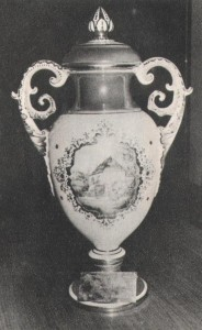 Az MLSZ 1974. augusztus 19-én és 20-án a Népstadionban nemzetközi tornát rendezett. A torna első, nyitómérkőzését az FTC játszotta a bolgár Pirin Blagoevgrád együttesével és a zöld-fehérek 4-0 arányú biztos győzelmet arattak. Az MLSZ torna első gólját Nyilasi szerezte. A második mérkőzésen: Borussia Möchengladbach—Rába ETO 2-1. A második napon: Borussia Möchengladbach—FTC 4-2, és ezzel az első alkalommal kiírt kupát a Borussia nyerte. Egy év múlva ismét megrendezték a tornát. A Ferencváros kivételével azonban a résztvevők, a helyszín és a trófea is megváltozott. Az első napi küzdelmeket Csepelen rendezték, az eredmények: FTC—CSZKA Moszkva 1-1 Csepel—Estudiantes 1-1. A döntő mérkőzéseket augusztus 21-én a Népstadionban játszották. Már az első mérkőzés után biztos kupagyőztesnek látszott a CSZKA, hiszen 4-0-ra győzött a Csepel ellen. Megtörtént azonban az, amire senki sem számított: az FTC a korábbi Világ Kupa győztes argentin Estudiantest 5-1-re legyőzte, és ezzel az első helyet is megszerezte. A Fradi tehát az első magyar csapat, amelyik MLSZ Kupát nyert! A szép trófea egy színpompás herendi váza. Nagyon szépen mutat az FTC vitrinjében...