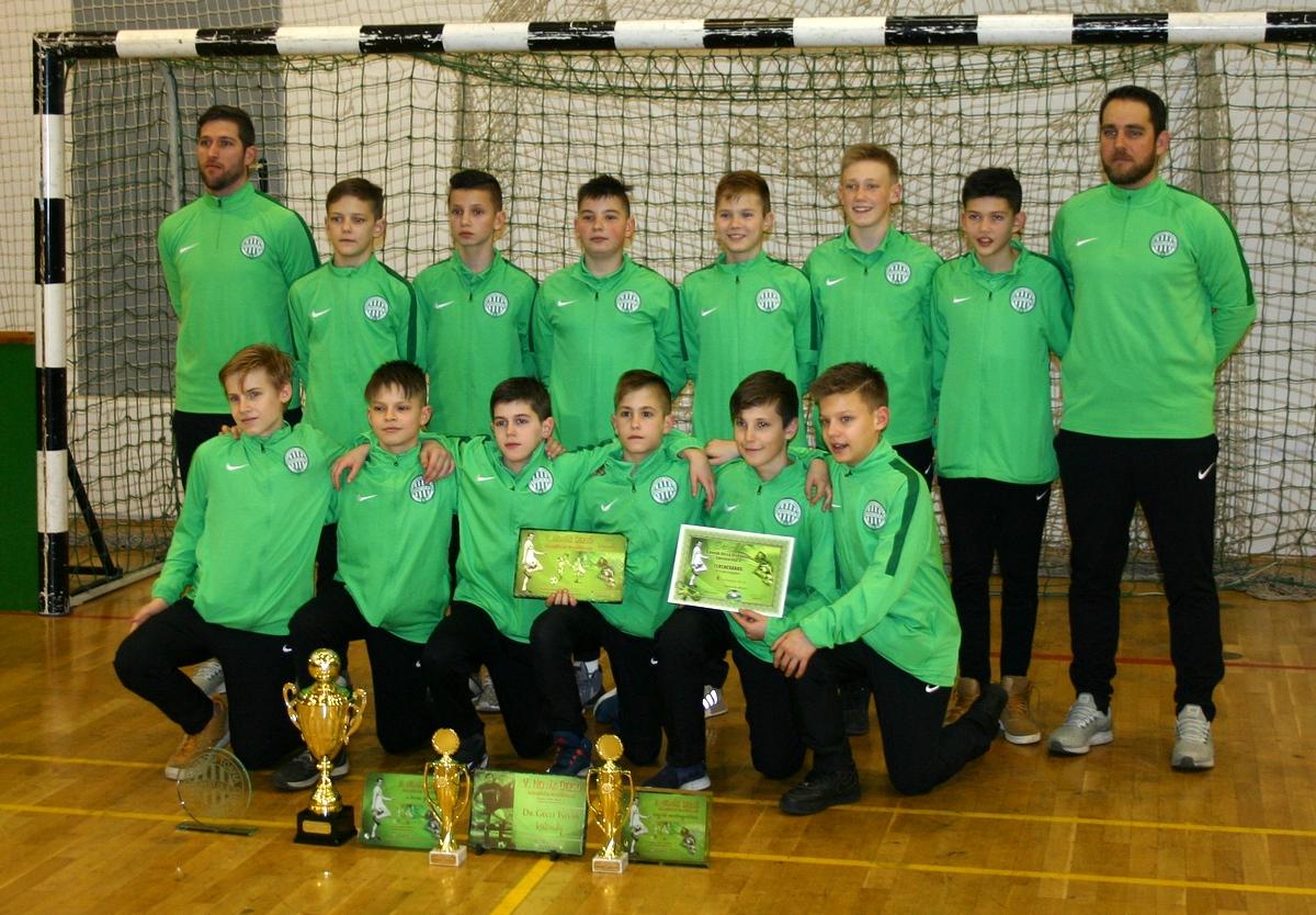 A Ferencváros U13-as csapata (képünkön) nyerte a V. alkalommal megrendezett  Novák Dezső Utánpótlás Tornát Tapolcán. A zöld-fehérek a döntőben ... 3e550012a7